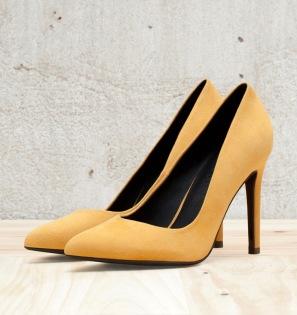 Zapatos color mostaza de Bershka, vía Bershka