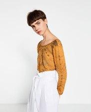 Top cropped de Zara, vía página web de Zara