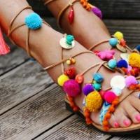 Pies a todo color con las sandalias del verano