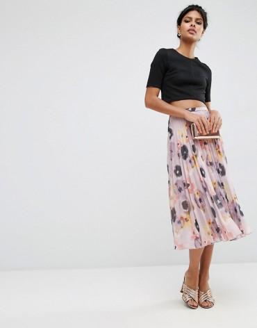 Falda plisada estampado floral de Asos, imagen de la página web de Asos