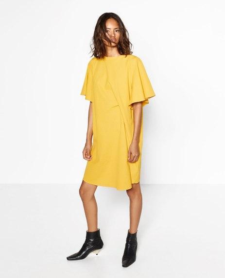 Vestido drapeado Amarillo, imagen de la colección #joinlife. Vía página web de Zara